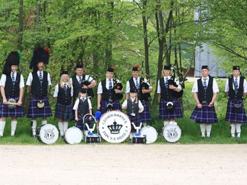 Crown Hunters Pipes & Drums