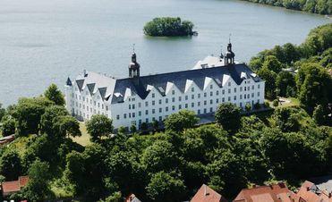 Plöner Schloss am Großen Plöner See